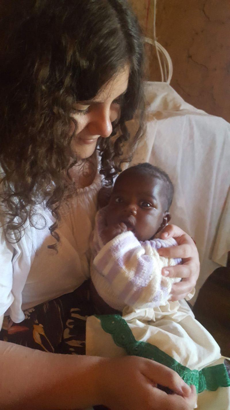 Chiara con la nipote più piccola di 3 mesi